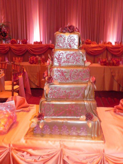 bollywood theme wedding cake design
