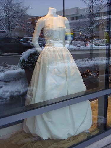 Can I Wear An Ivory Wedding Dress & Have White Flowers?