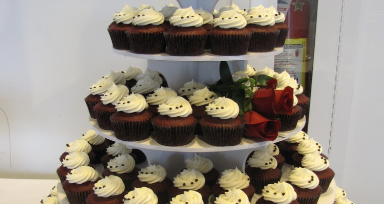 cupcakes instead of wedding cake wedding trends cupcakes instead of wedding cakes top 13145
