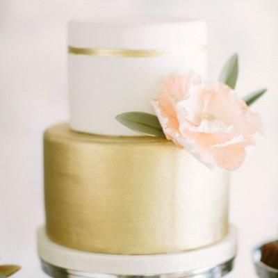 gold wedding cake photos