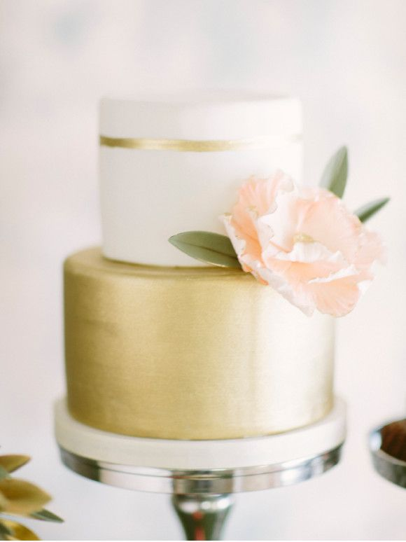Golden Wedding Cakes Roundup | Oscars Inspired Wedding Cakes ...