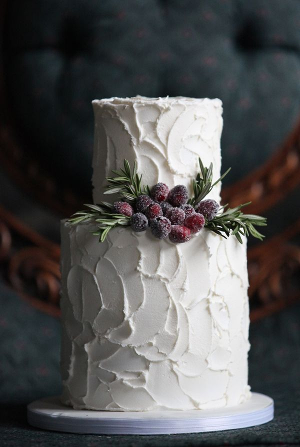 sculpted buttercream cake / image source