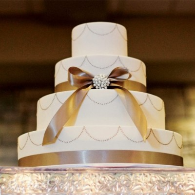 golden wedding cake pictures