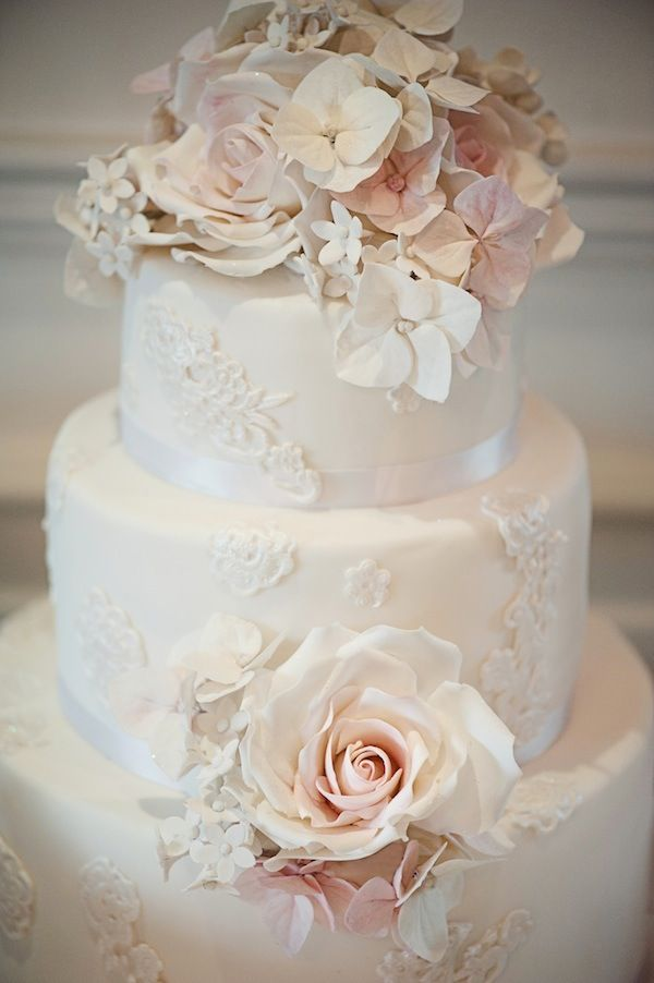 Our favorite vintage wedding cakes youre going to love the vintage wedding cakes junglespirit Choice Image
