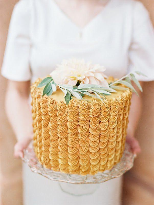 golden wedding cake images