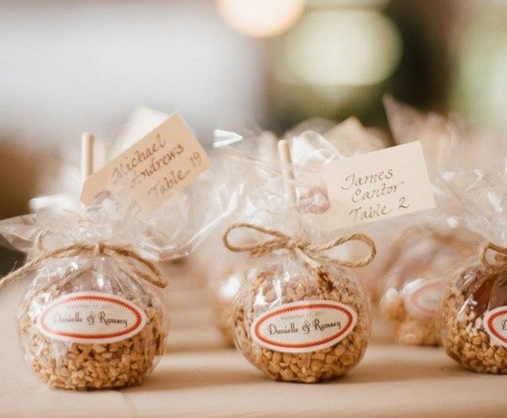 wedding favor tips