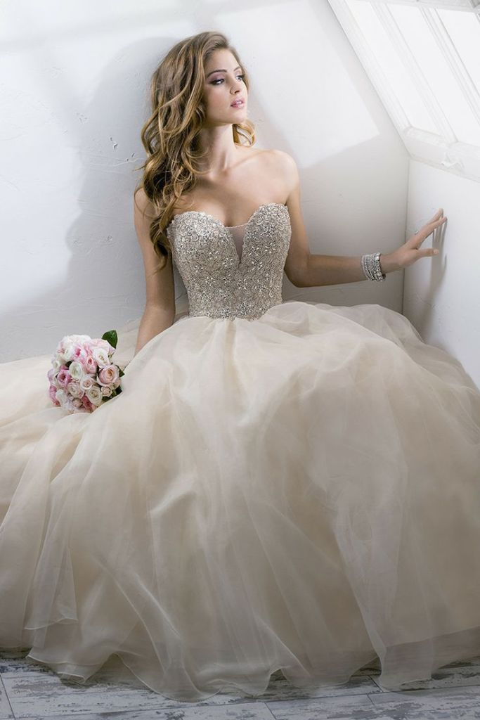 Can I Wear An Ivory Wedding Dress Amp Have White Flowers