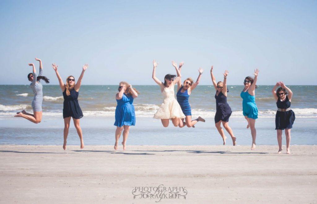 10 GIRLS BEACH