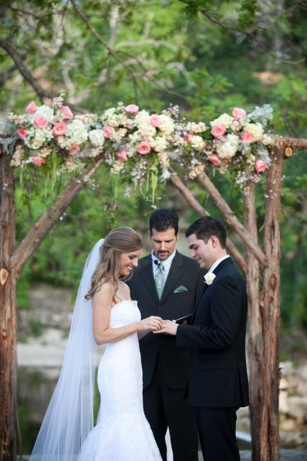 Tip officiant at wedding