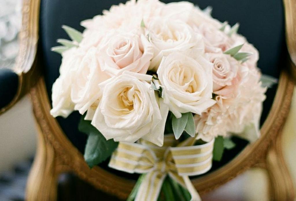 honor deceased at wedding