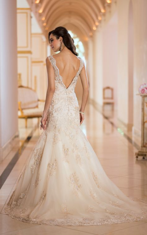 Alternative Wedding Dresses Bristol : Can i wear an ivory wedding dress have white flowers