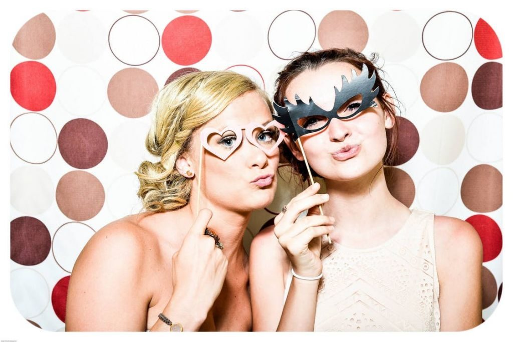 Change Outfits Between the Wedding Ceremony & Reception