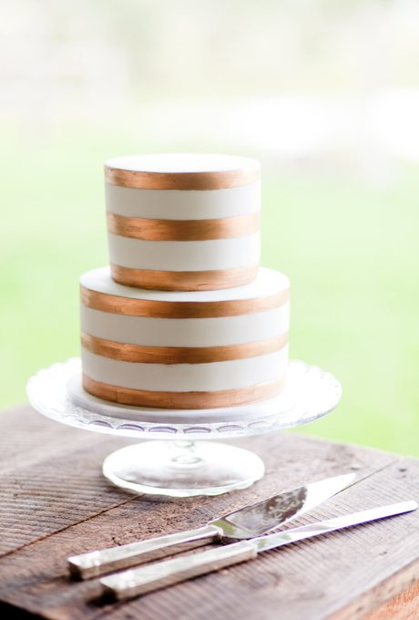 Metallic-Wedding-Cakes-Karen-Buckle-Naturally-Beautiful-Wedding-Photography