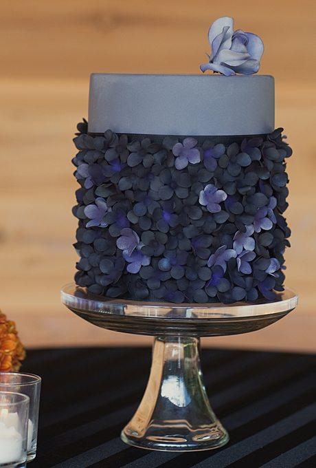 modern-wedding-cakes-dark-colors-ak-cake-design