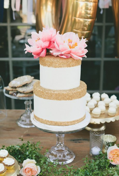 Metallic-Wedding-Cakes-onelove-photography