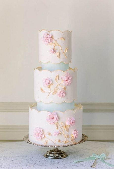 Wedding-Cakes-with-Flowers-Annabella-Charles-Photography-cake-The-Flour-Garden
