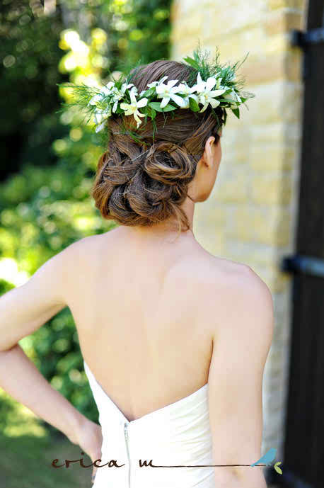 Improve your bridal look with a floral wreath