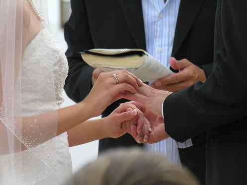 Know how to handle the extreme wedding situations