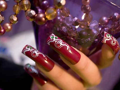 Learn how to acquire beautiful bridal nails