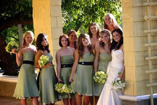 New wedding trend - taking funny pictures with your bridesmaids