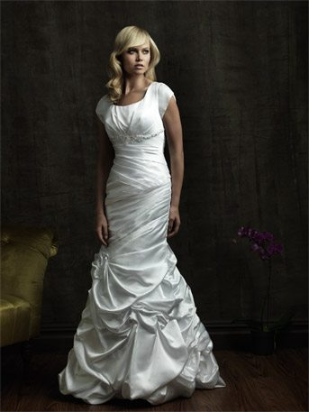 See if it is worth it to rent your wedding dress