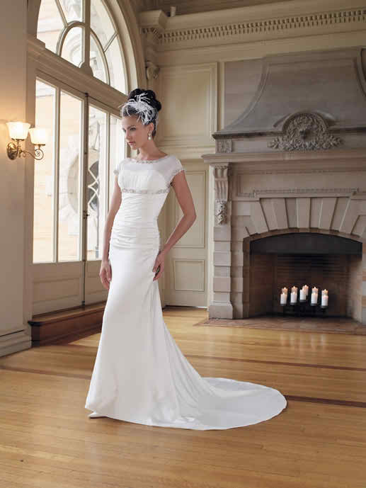 The difference between a wedding dress with colours and a white bridal gown 2