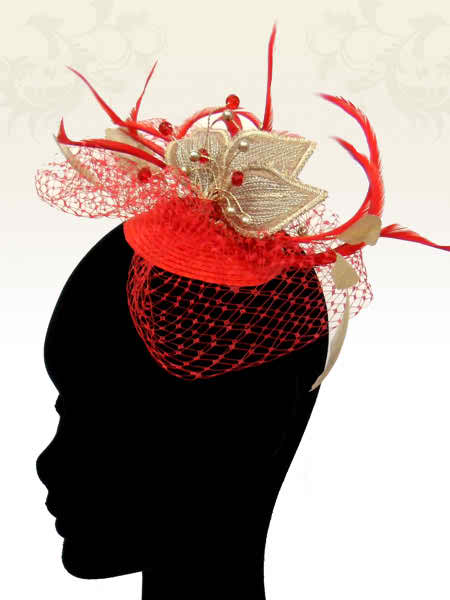 The mother of the bride or groom should pick an elegant headpiece