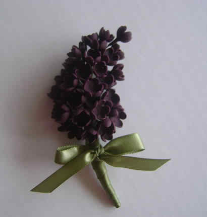 To wear or not to wear boutonniere on the big day
