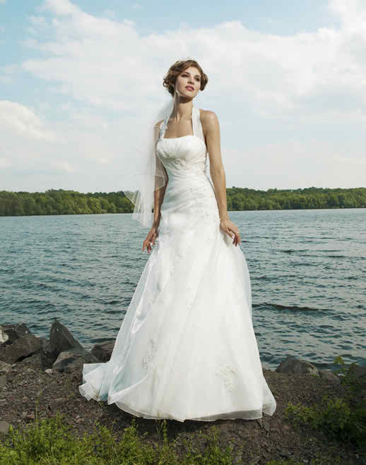 When your wedding dress does not match your wedding venue
