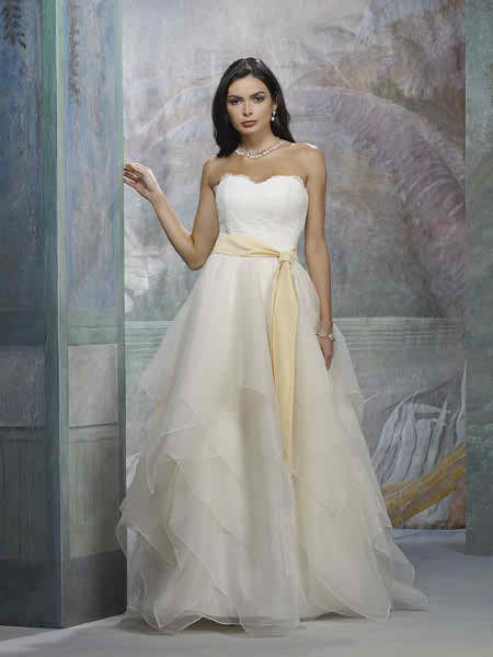 Why avoid adorning the bridal dress with a sash