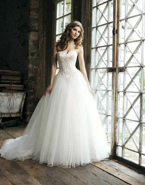 You should buy your wedding dress in time - princess wedding dress