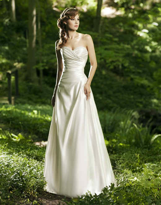 You should buy your wedding dress in time - A line wedding dress