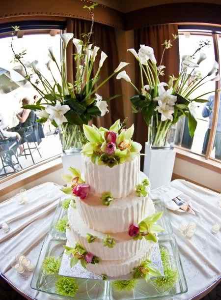 different flower arrangements for the reception 2