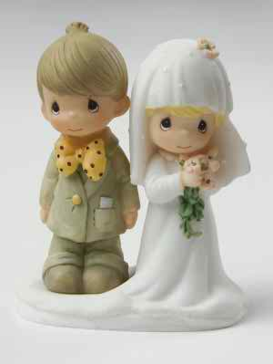 Figurines as wedding cake toppers