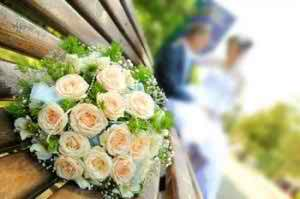 floral-arrangements-at-a-wedding