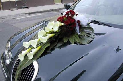 flower arrangements for the bride's car 2