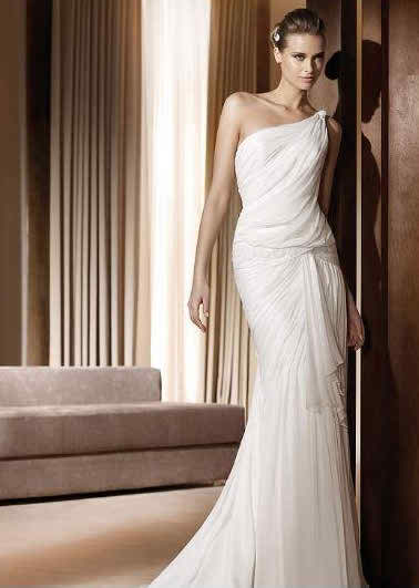 general features of fashionable wedding dresses