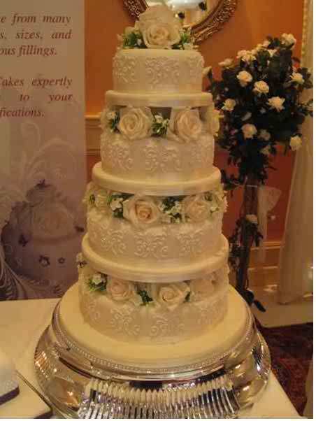 top of the wedding cake tradition traditional wedding cakes topweddingsites 21050