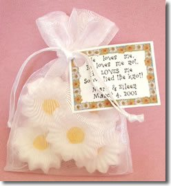 wedding favors that are based on flower ideas