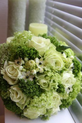 wedding-bouquets-in-lively-colors-2