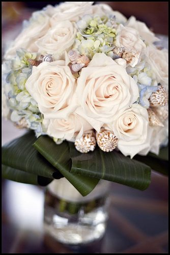 wedding-bouquets-in-lively-colors-23