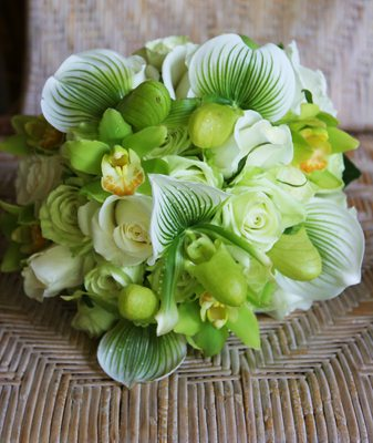 wedding-bouquets-in-lively-colors-24