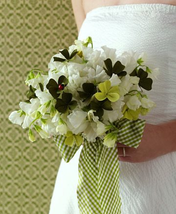 wedding-bouquets-in-lively-colors3