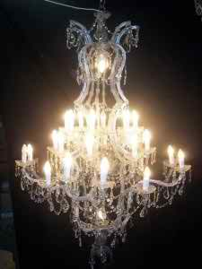 wedding-with-the-chandelier-theme3