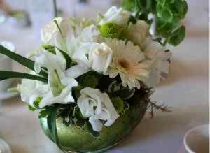 white foral arrangements3