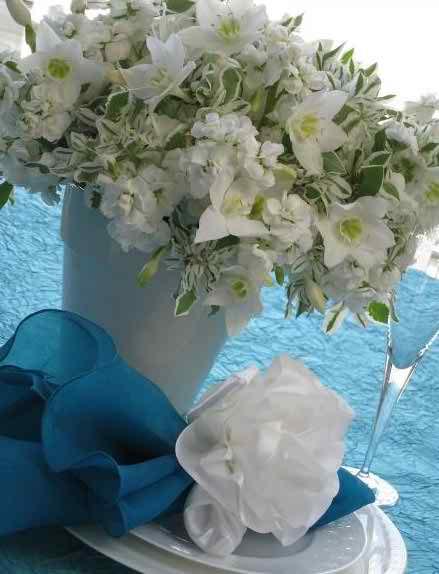 white foral arrangements4