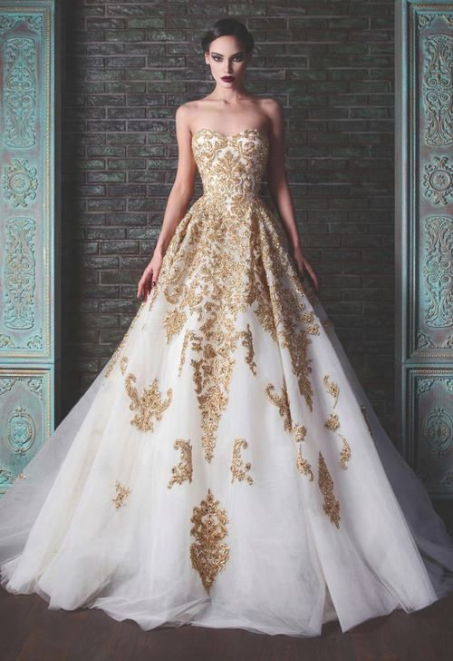 Beautiful Black & Gold Wedding Inspiration | | TopWeddingSites.com