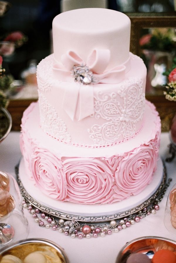 This Cake Is All About Texture From The Bow To Rosettes We Re Loving Ther Artistry