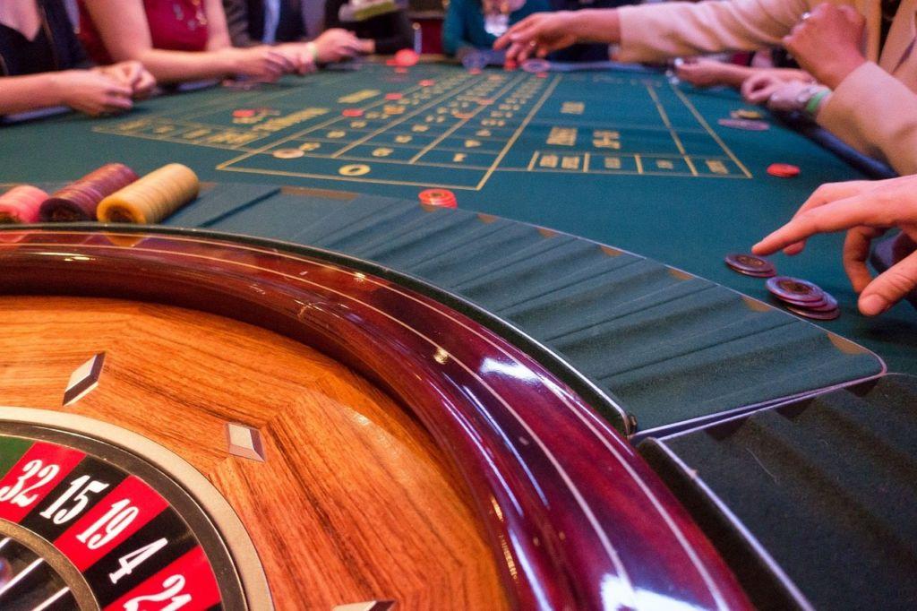 game-bank-1003137_1280