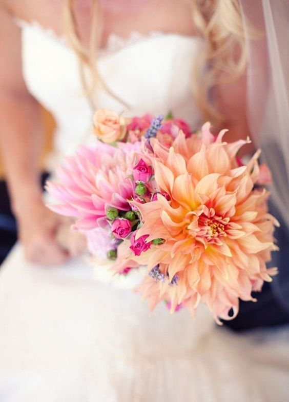 10 Gorgeous Dahlia-Filled Bridal Bouquets We\'re Swooning For ...